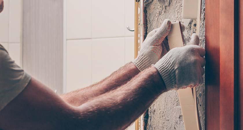 Asbest mann bricht wand auf herne